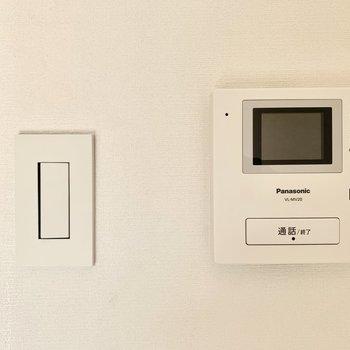 安心のモニター付きインターホンと、おしゃれなスイッチ。