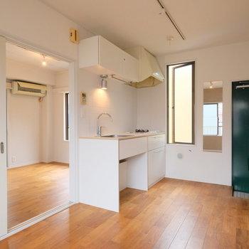 【前回募集時】ヤマグリの床が気持ちよく、窓の多いお部屋です。