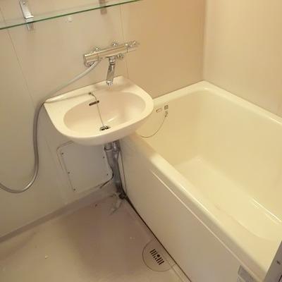 お風呂は塗装で生まれ変わります。