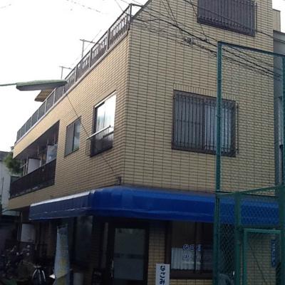 3階建てのマンションです