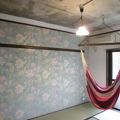 和室にハンモック!しかも天井はコンクリート!
