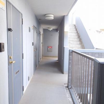 共用廊下は綺麗です