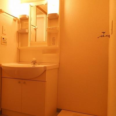 洗面の横が洗濯機置場です