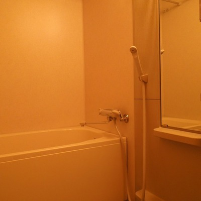 大きめ鏡がついたお風呂です