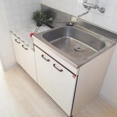 キッチンはガスコンロ持ち込みタイプ