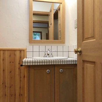 独立洗面台もかわいい。
