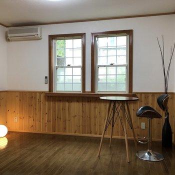 【LDK】月のような照明がよく似合う。※家具はサンプルです