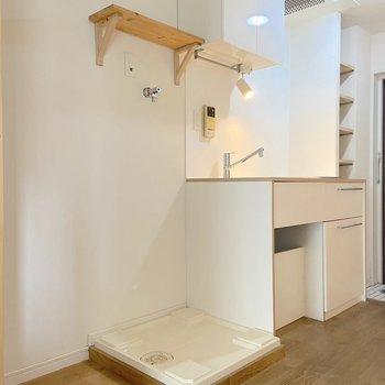 右からキッチン、洗濯機置き場、冷蔵庫という感じ。