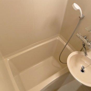 シャワーカーテンを活用して下さいね。