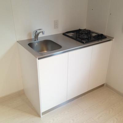 キッチンはガス2口。画像は別のお部屋のものです。