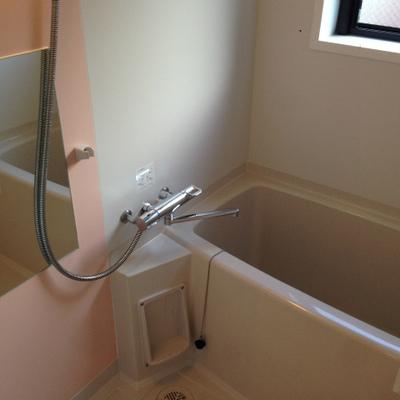 追い炊き&浴室乾燥付きです。画像は別のお部屋のものです。