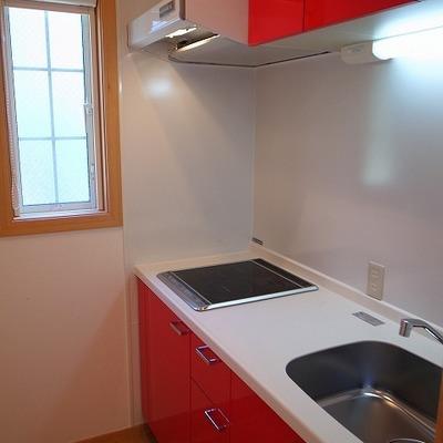 赤いシステムキッチン!おいしいものができそうです!