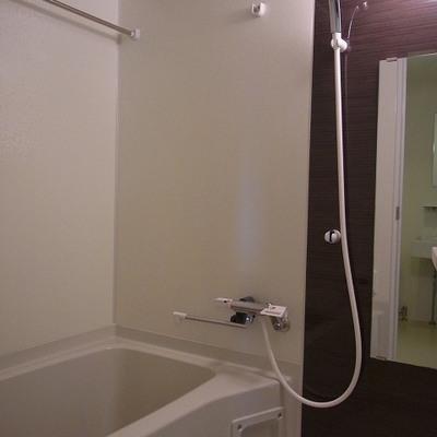 鏡周りが素敵なお風呂