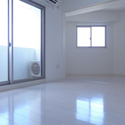 窓、でか!室内、明る!なんなの〜