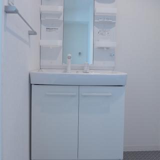 大きな洗面台は朝の身支度が時短に!