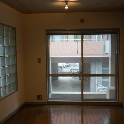 角部屋。ガラスブロックがオシャレです。