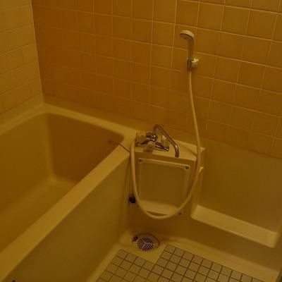 お風呂は既存を研磨&ガラスコート処理します。