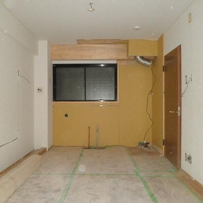窓の下にキッチンが付きます!※工事中