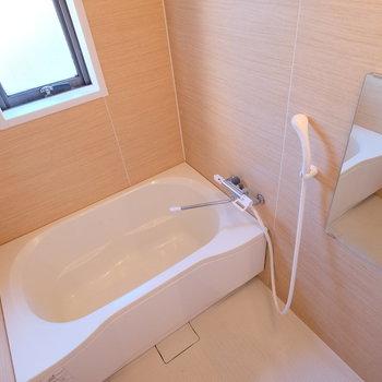 お風呂もきれいですよ!※写真はクリーニング完了前の写真です