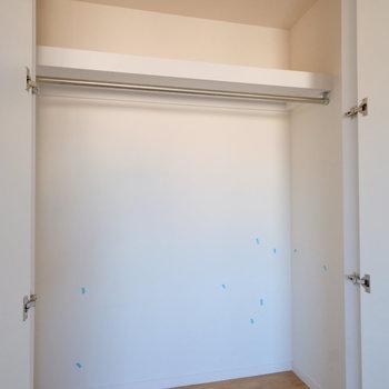 さらに8帖の大きな居室にも収納ありです※写真はクリーニング完了前の写真です