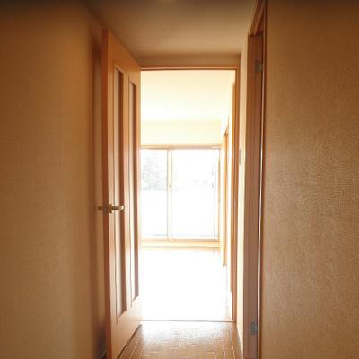 入り口からの素朴な光・・・