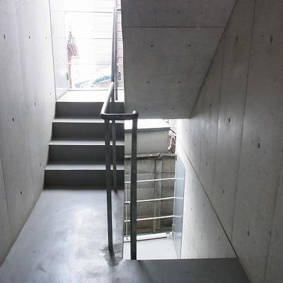 階段で2階へ。