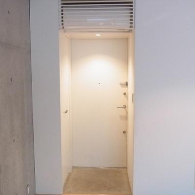 玄関はこんな感じです。※写真は別室です