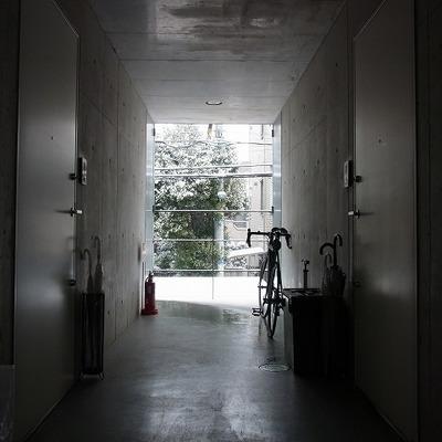 玄関前の共用スペース。