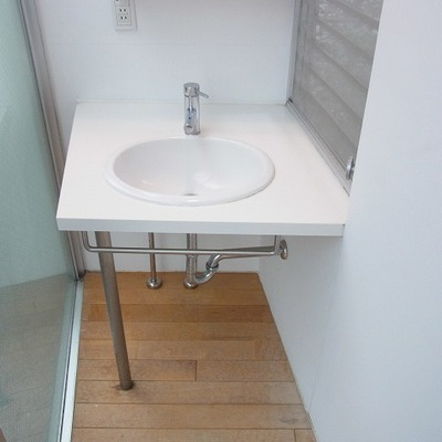 洗面台もシンプルでおしゃれです。※写真は別室です