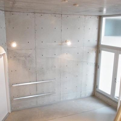 ロフトがある分、天井が3.3m(写真は別部屋)