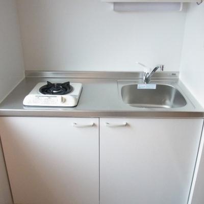 ガスコンロ1口のシンプルキッチン。(写真は別部屋)