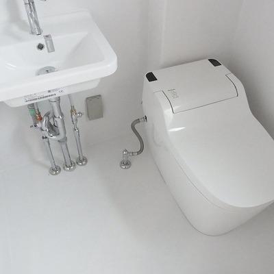 タンクレストイレ(写真は別部屋)