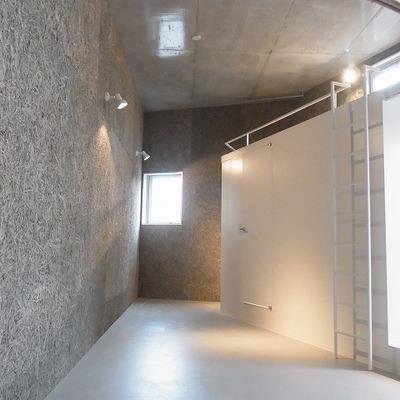 個性的な形のお部屋です。 ※写真は3階同間取り別部屋のものです