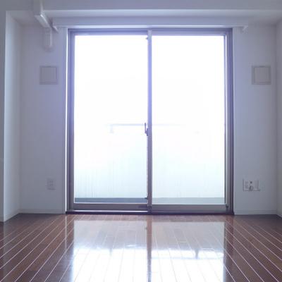 お部屋全体が明るくなりますね!※写真は別部屋になります。