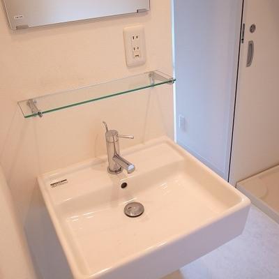 イマドキな洗面台※写真は別部屋です。