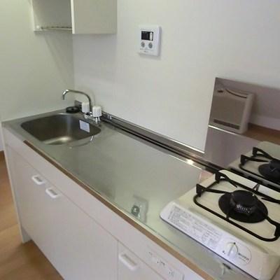 スペース広めのキッチン。