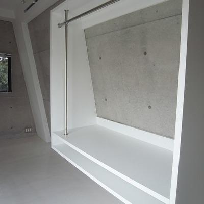 2階のオープンクローゼット。見せる収納向き※写真は別部屋です