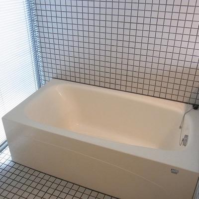 広々お風呂。※画像は1階の別部屋