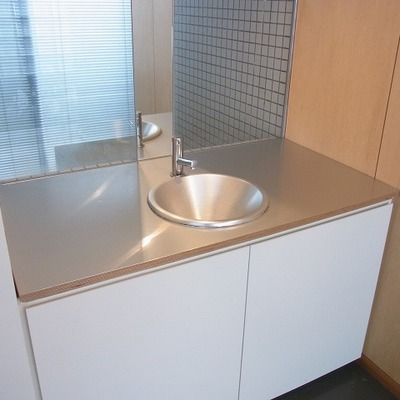 デザイン性が高い洗面台。※画像は1階の別部屋