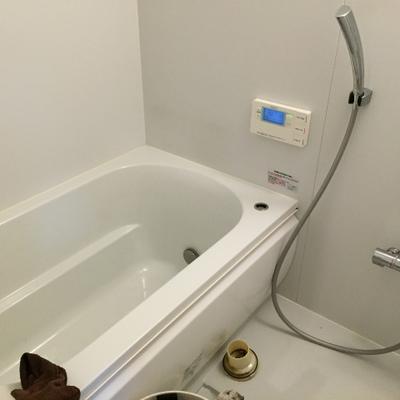 お風呂も十分な広さ(写真はクリーニング中です。)
