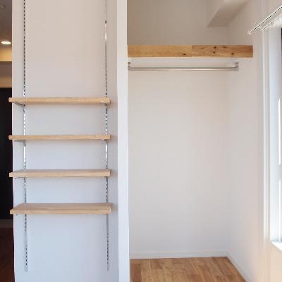収納はオープンクローゼットと可動棚