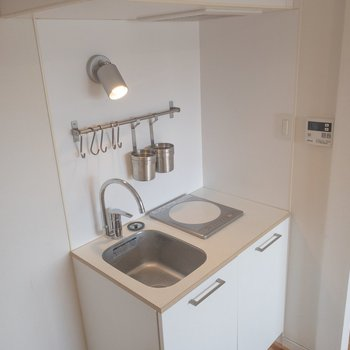 キッチンはこのような感じ。コンパクトかつ機能的。