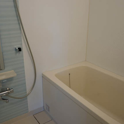 お風呂もなかなか広い。