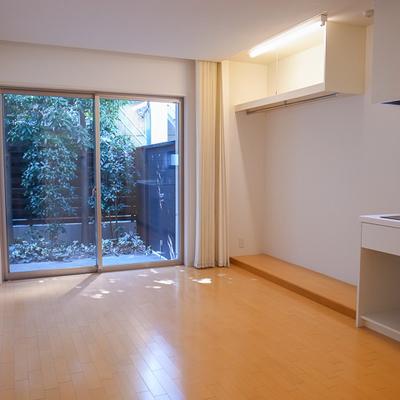 お部屋も広々しています、植栽の緑も綺麗です。 ※写真は前回募集時のものです。