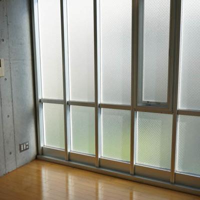 奥側の窓もなんだか独特ですね。