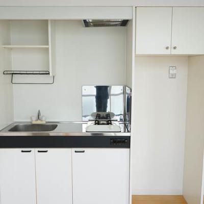キッチンはコンパクトタイプです。