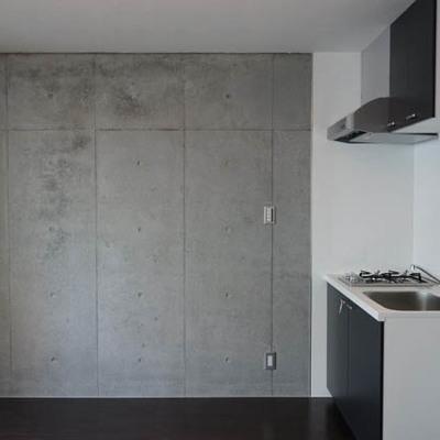 キッチンもコンパクトにおさまります。※写真は別部屋
