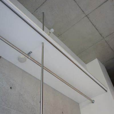 天井までのオープンクローゼット。かっこよく使いたいですね。※写真は1階反転間取り別部屋のものです