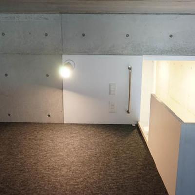 天井低い、ですが妙に落ち着く空間です。※写真は1階反転間取り別部屋のものです
