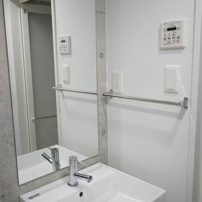しっかり洗面台。※写真は別部屋です。